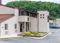 Super 8 by Wyndham Bridgeport/Clarksburg Area - Bridgeport - Rakennus