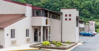 Super 8 by Wyndham Bridgeport/Clarksburg Area - Bridgeport - Edificio