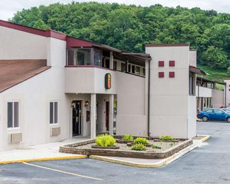 Super 8 by Wyndham Bridgeport/Clarksburg Area - Bridgeport - Building
