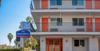 Howard Johnson by Wyndham San Diego Hotel Circle - San Diego - Building