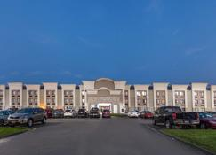Wingate by Wyndham Detroit Metro Airport - Romulus - Building