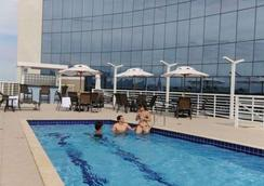 Quality Hotel Vitoria - Vitória - Pool