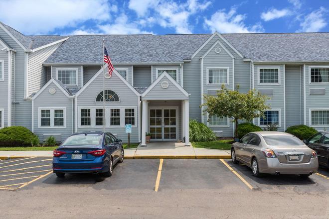 Microtel Inn & Suites by Wyndham Dayton/Riverside OH - Dayton - Building