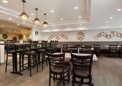 Days Inn & Suites by Wyndham Sherwood Park Edmonton - Sherwood Park - Restaurant