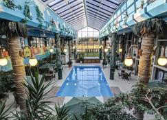 薩格恩奈酒店及會議中心 - 薩格奈 - 薩格奈 - 游泳池