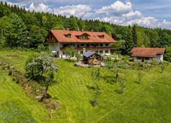 Haus Jägerfleck, Ihre Ferienwohnungen am Nationalpark Bayerischer Wald - Spiegelau - Budynek