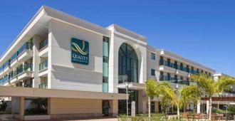 Quality Hotel & Suites Brasilia - บราซิเลีย