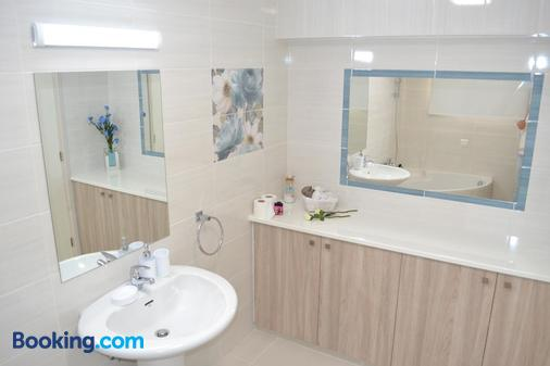Marianna Hotel Apartments - Limassol - Phòng tắm