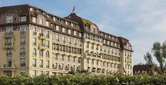 Hôtel Barrière Le Royal Deauville - Deauville - Bina