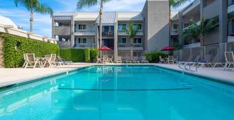 Motel 6 Anaheim Maingate - Anaheim - Pool