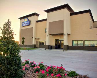 Days Inn & Suites by Wyndham Port Arthur - Port Arthur - Building