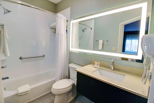 Days Inn & Suites by Wyndham Port Arthur - Port Arthur - Bad