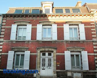 Chambres D'hôtes Les Epicuriens - Épernay - Building