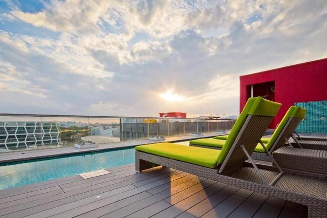 樟宜公園大道酒店 - 新加坡 - 游泳池