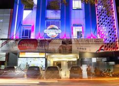 Cordela Hotel Medan - Μεντάν - Κτίριο
