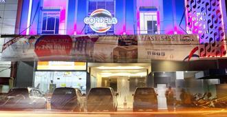 Cordela Hotel Medan - מדאן