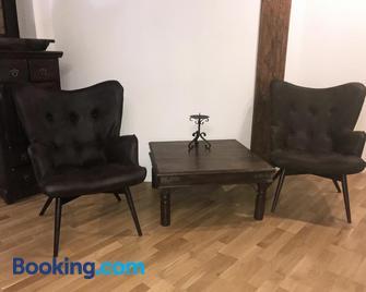 Ferienwohnung im Kemenatenhaus - Rittergut Leppersdorf - Radeberg - Living room