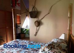 Naveria Heights Lodge - Savusavu - Bedroom