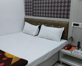 Hotel Nikunj - Ashta - Bedroom