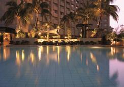 Makati Shangri-La Manila - Makati - Bể bơi