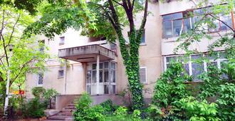 Studio Hellen - Bucharest - Building