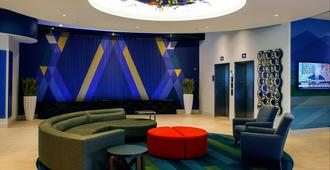 Holiday Inn Express & Suites Louisville Downtown - Louisville - Lounge
