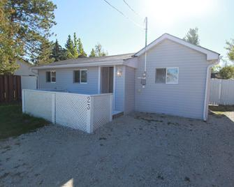 Plovers Cove Cottage - Wasaga Beach - Building