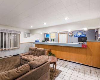 Days Inn by Wyndham Atlantic - Atlantic - Front desk