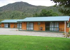 Kiwi Park Motels & Holiday Park - Murchison - Building