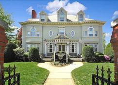 Edgewood Manor - Cranston - Building