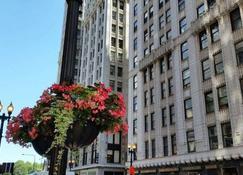 Pittsfield Apartments + Suites - Chicago - Vista del exterior