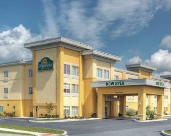 La Quinta Inn & Suites by Wyndham Harrisburg-Hershey - Harrisburg - Building