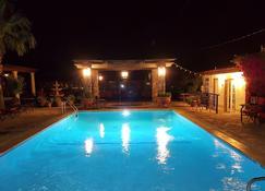 Tuscan Springs Hotel & Spa - Desert Hot Springs - Pool