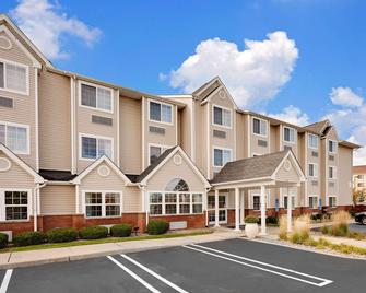 Microtel Inn & Suites by Wyndham Middletown - Middletown - Building