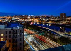 Best Western Plus Stadium Inn - Bronx - Outdoor view