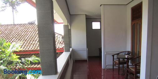 Agung And Sue Watering Hole I - Denpasar - Balcony