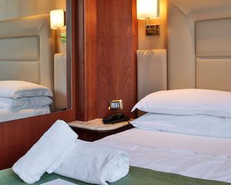 Best Western Hotel Anthurium - Santo Stefano al Mare - Bedroom