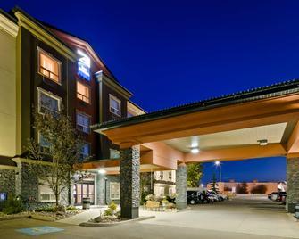 Best Western Bonnyville Inn & Suites - Bonnyville - Gebouw