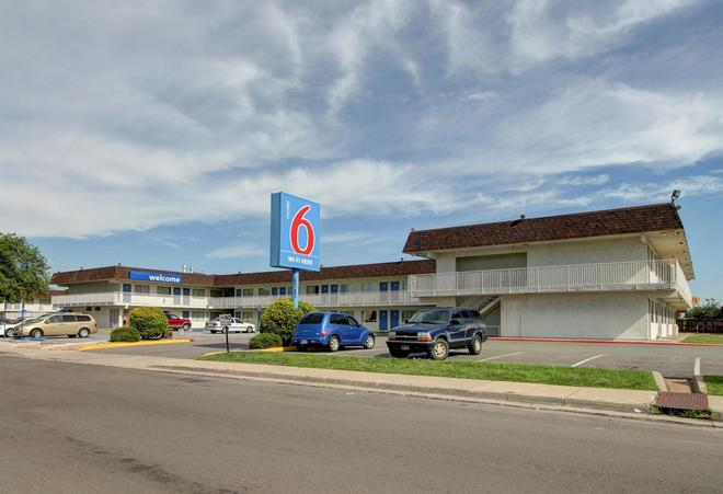 Motel 6 Denver - Airport - Denver - Edificio