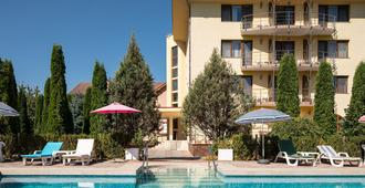 Grand Hotel Brasov - Braşov - Zwembad
