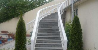Capital Hotel - ירבאן
