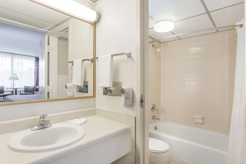 Super 8 by Wyndham Valdosta Mall - Valdosta - Phòng tắm