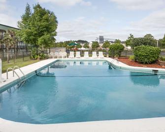 Super 8 by Wyndham Valdosta Mall - Valdosta - Pool