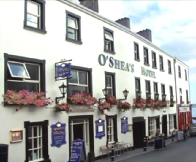 O'Sheas Hotel Tramore - Tramore - Building