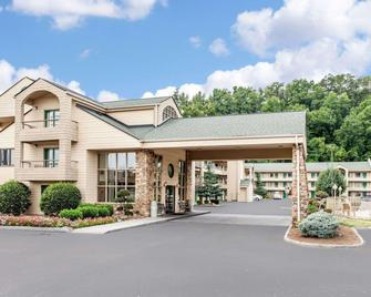 Quality Inn & Suites at Dollywood Lane - Pigeon Forge - Building