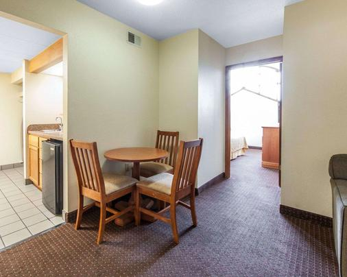 Quality Inn & Suites at Dollywood Lane - Pigeon Forge - Τραπεζαρία