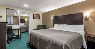 Rodeway Inn Lake George Outlets - Lake George - Bedroom