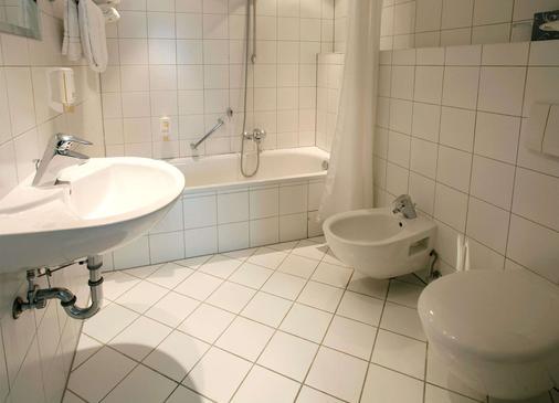Hotel Amadeus Frankfurt - Frankfurt am Main - Bathroom