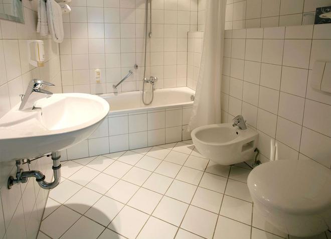 Hotel Amadeus Frankfurt - Frankfurt - Kylpyhuone