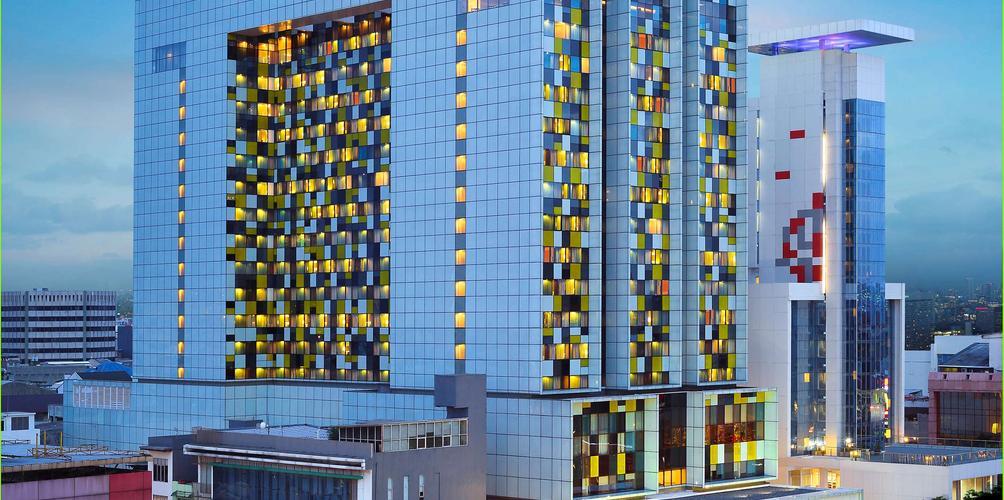 Grand Mercure Jakarta Harmoni Aed 192 A E D 2 7 2 Jakarta Hotel Deals Reviews Kayak